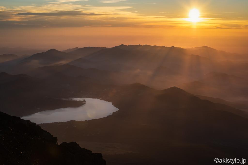 富士山から御来光と山中湖