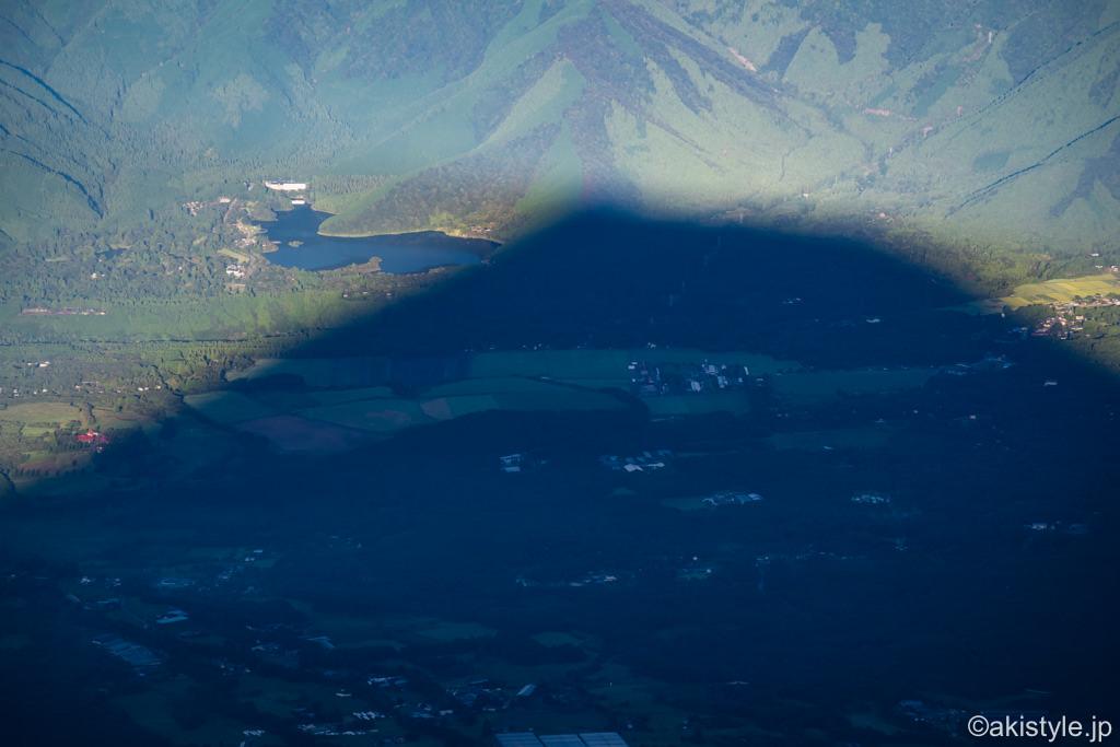 富士山頂上から見た田貫湖と影富士