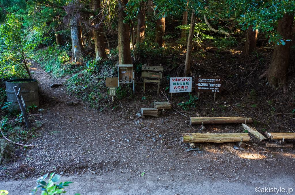 高草山から満観峰へのハイキングコース