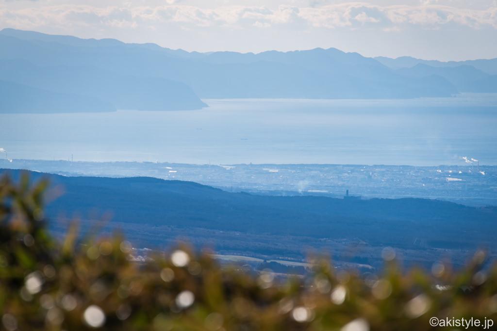 竜ヶ岳山頂から見える駿河湾