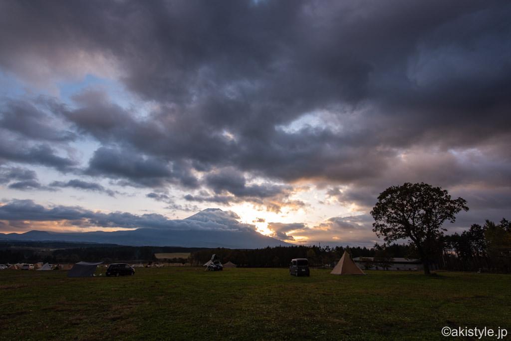 ふもとっぱらで夜明けの富士山