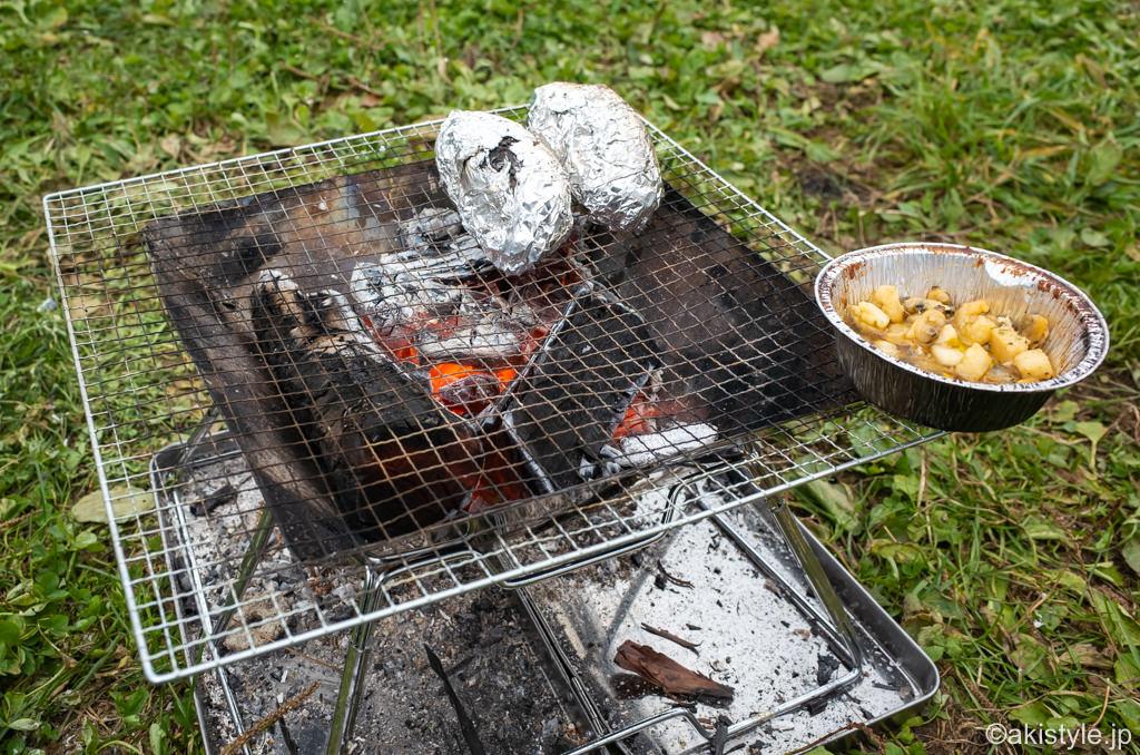 焚き火台で焼き芋