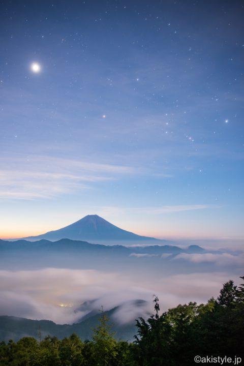 七面山からの富士山とオリオン
