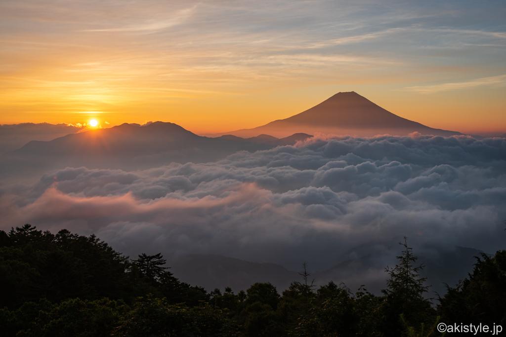 七面山からの雲海と富士山と御来光