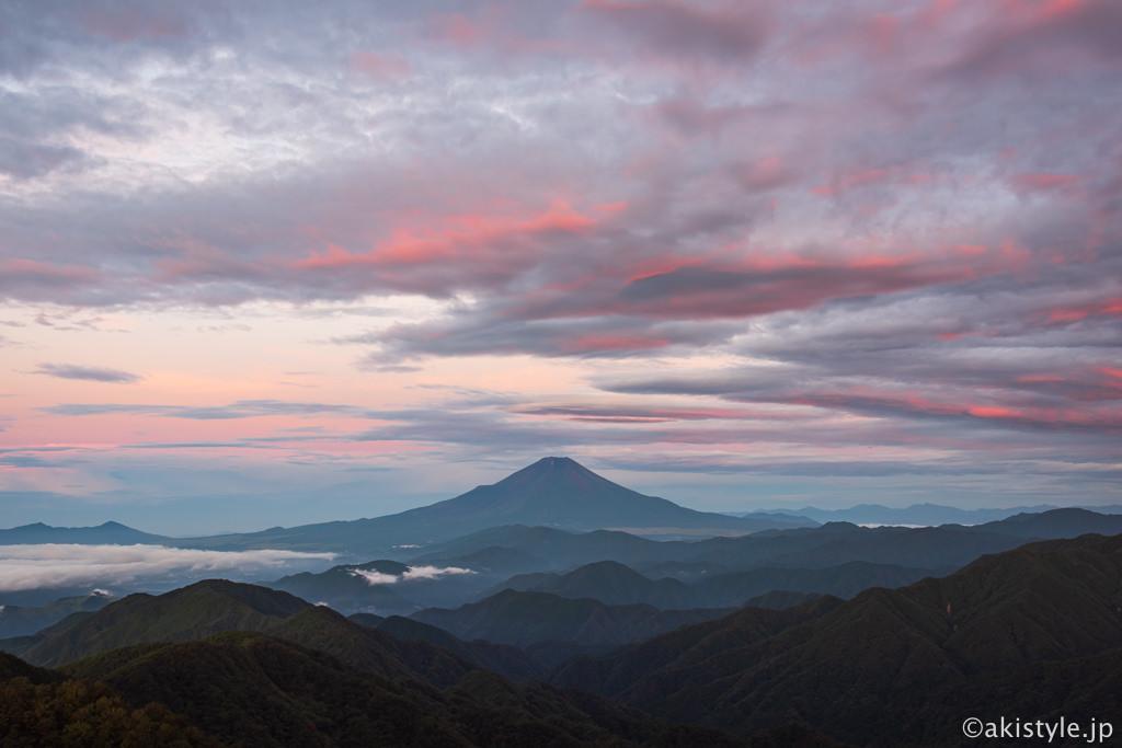 塔ノ岳から朝焼けと富士山