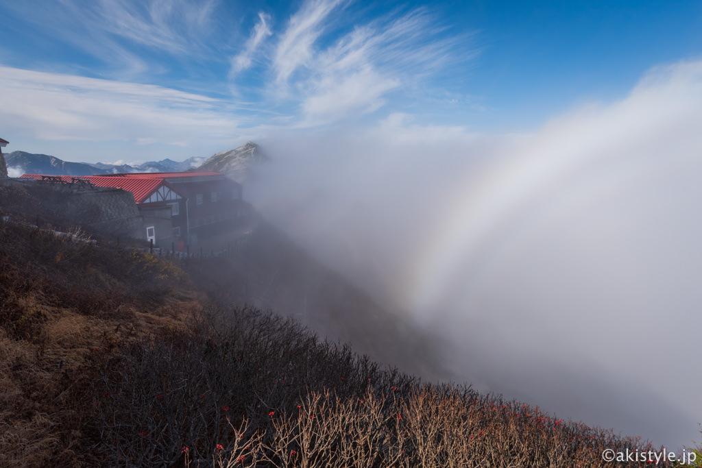 燕山荘と霧虹