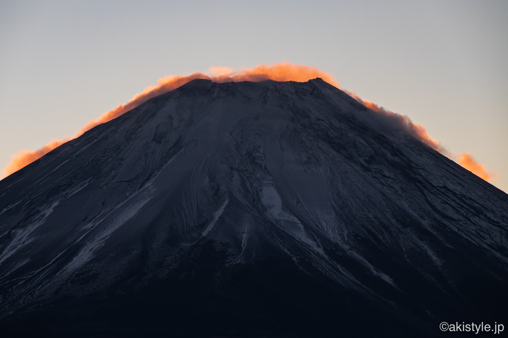 朝焼けする富士山