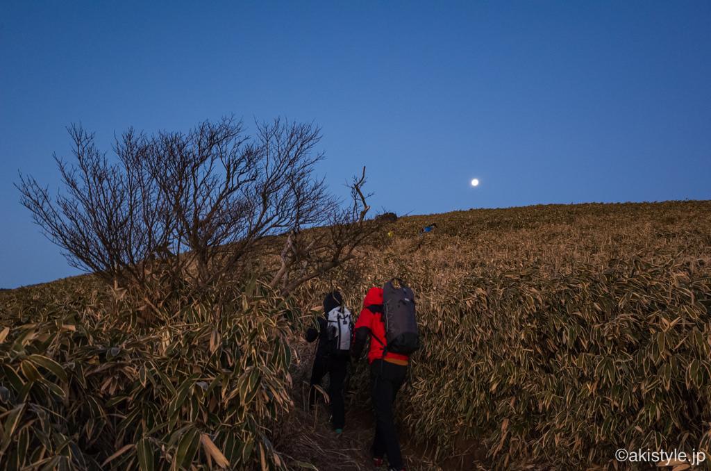 竜ヶ岳と満月
