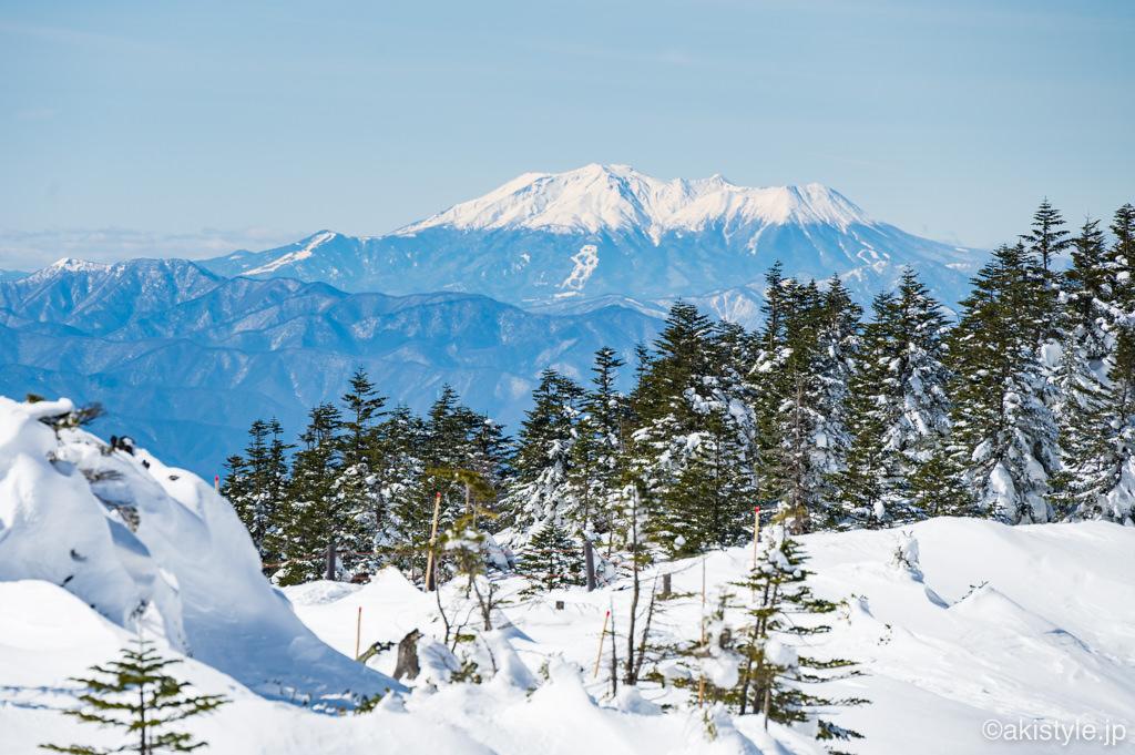 北横岳から見える御嶽山