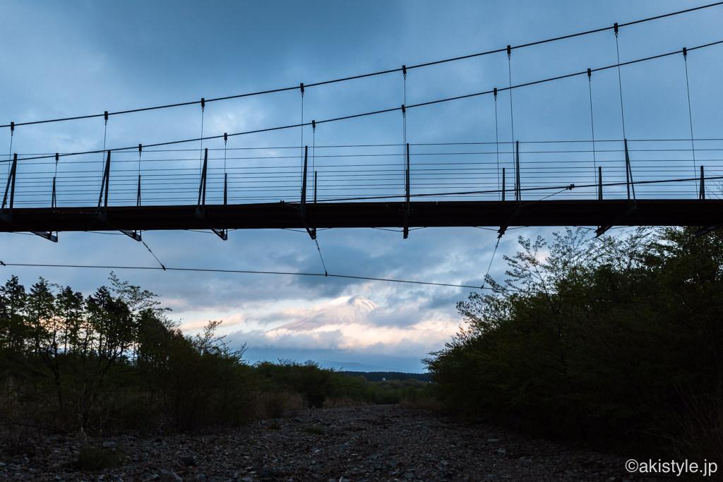 麓の吊り橋