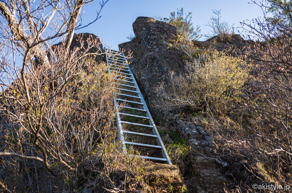 鬼ヶ岳の梯子